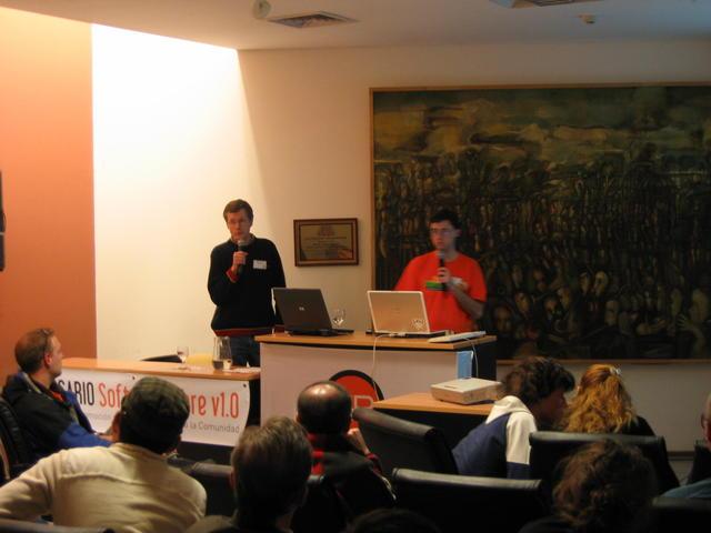 014  Gustavo  y  Sebastian  en  la  charla  sobre  Lugro-Mesh
