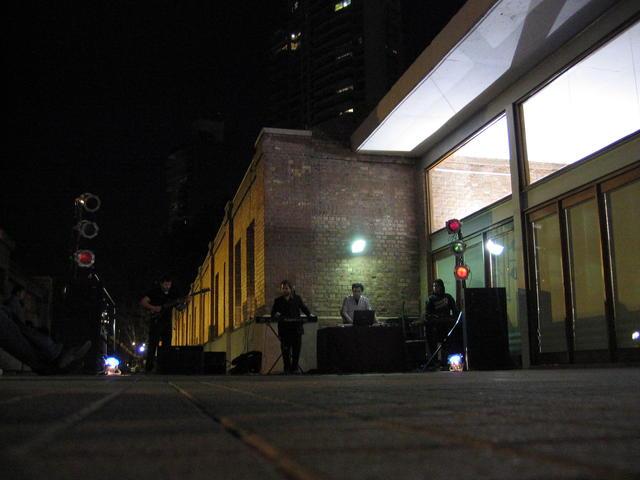 015  La  noche  cae  sobre  el  evento
