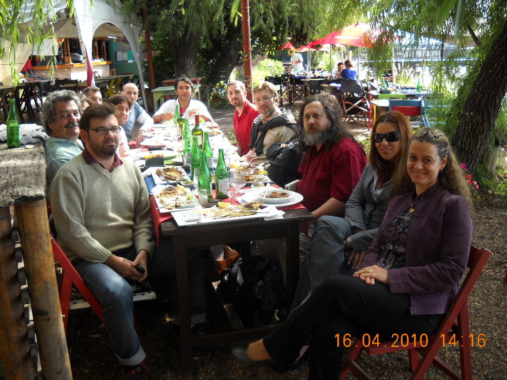 Almuerzo con Richard Stallman y miembros de la Municipalidad de Rosario